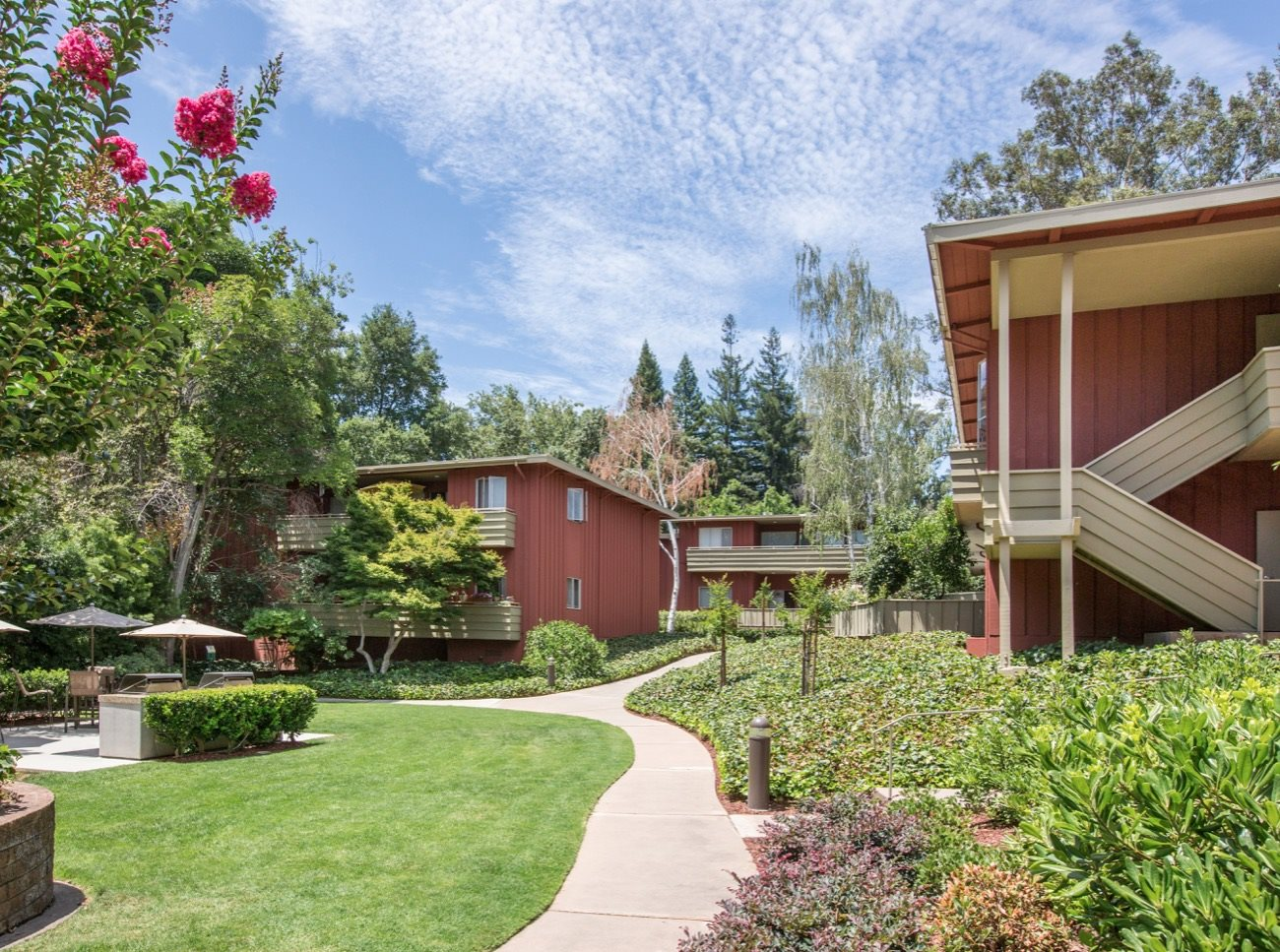 bay-tree-los-gatos-apartments-lush-landscaping