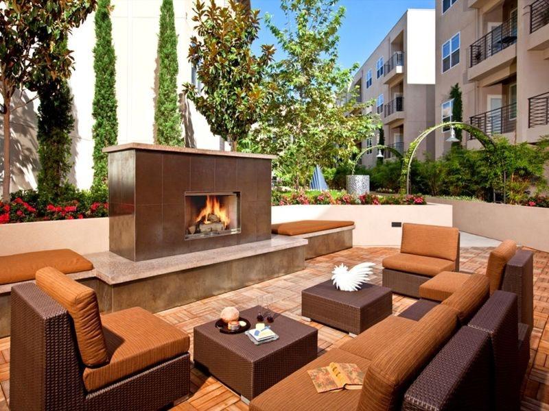 gallery421-Amenities-Outdoor-Fireplace