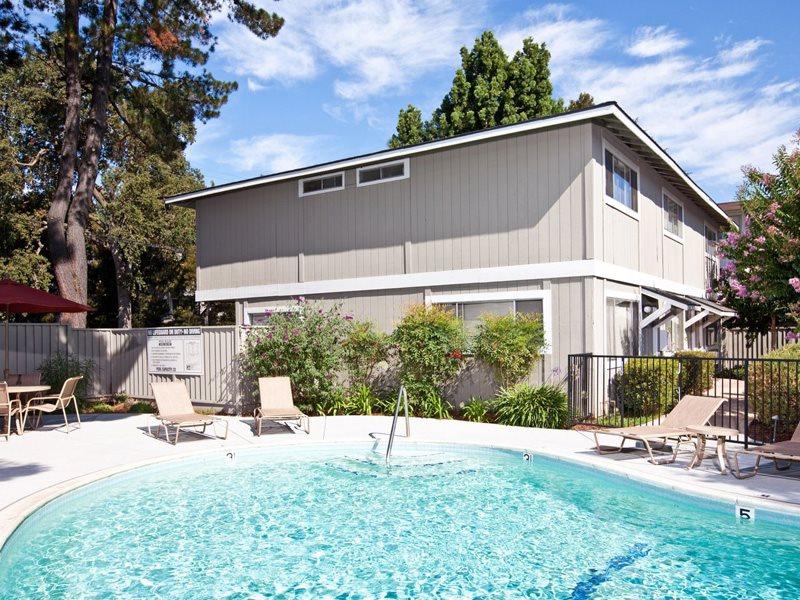 Pruneyard-West-Amenities-Pool-Campbell-Apartments