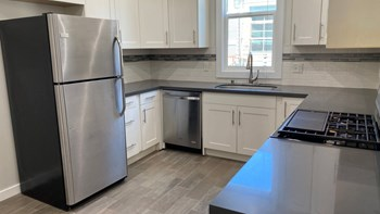 540 32Nd Street (B) 3 Beds Apartment for Rent Photo Gallery 1