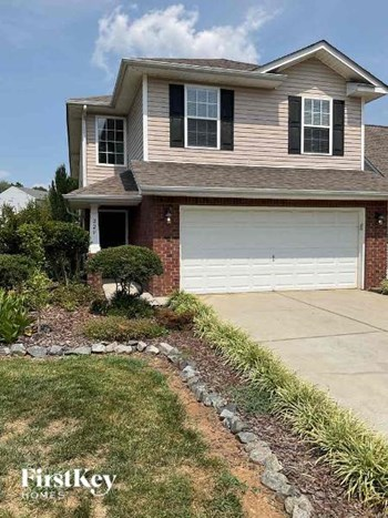 220 Newport Drive 4 Beds House for Rent Photo Gallery 1