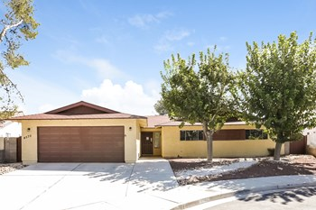 4570 PASEO EL RIO DR 3 Beds House for Rent Photo Gallery 1