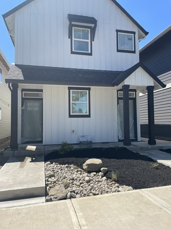 Unit B - Upper 3 Beds House for Rent Photo Gallery 1