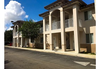 2405 W 78Th Street 1-2 Beds Apartment for Rent Photo Gallery 1