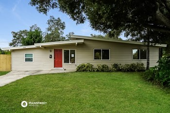 7526 10TH N 3 Beds House for Rent Photo Gallery 1