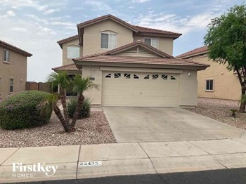 22435 W SOLANO Drive 4 Beds House for Rent Photo Gallery 1
