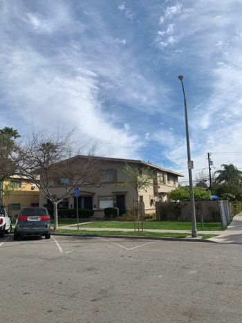 1524-1530 Henderson Avenue 2 Beds Apartment for Rent Photo Gallery 1