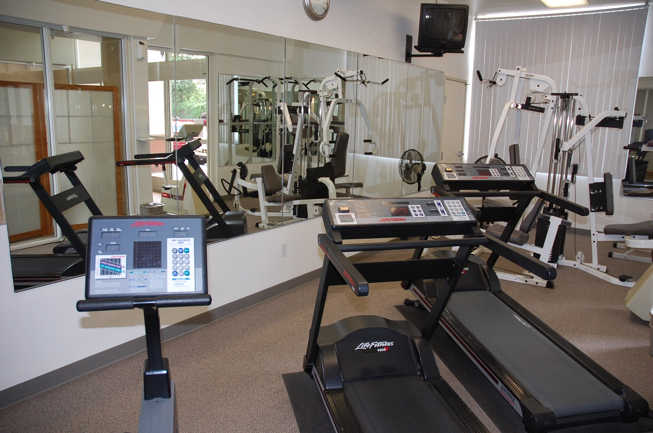 Irvine Inn Apartments Fitness Center