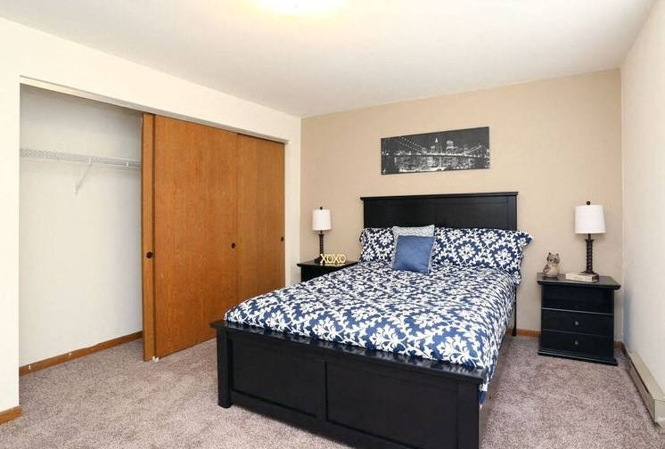 Elston bedroom Town and Country Apartments Urbana, IL