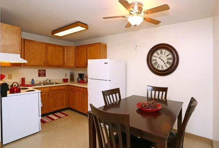 Kensington kitchen Town and Country Apartments Urbana, IL