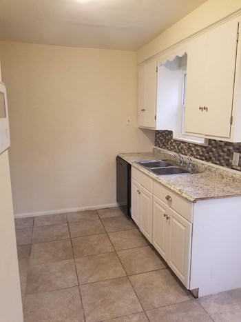 18900 Invermere Avenue 3 Beds House for Rent Photo Gallery 1