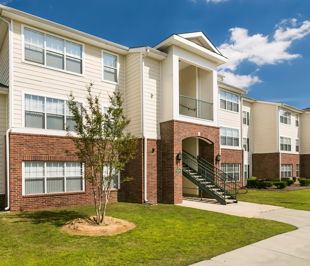 Eagles Pointe Apartments for rent in Brunswick, GA. Make this community your new home or visit other ConcordRENTS communities at ConcordRENTS.com. Building exterior