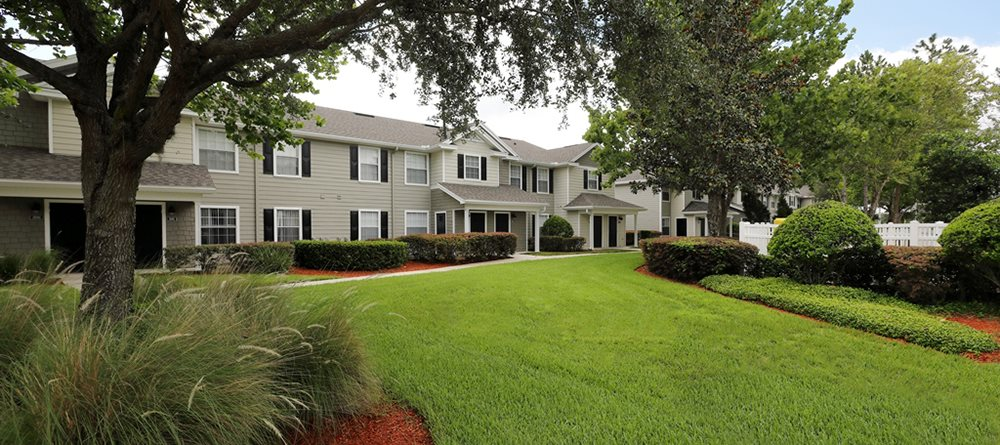Kathleen Pointe Apartments for rent in Lakeland, FL. Make this community your new home or visit other ConcordRENTS communities at ConcordRENTS.com. Outdoor green space