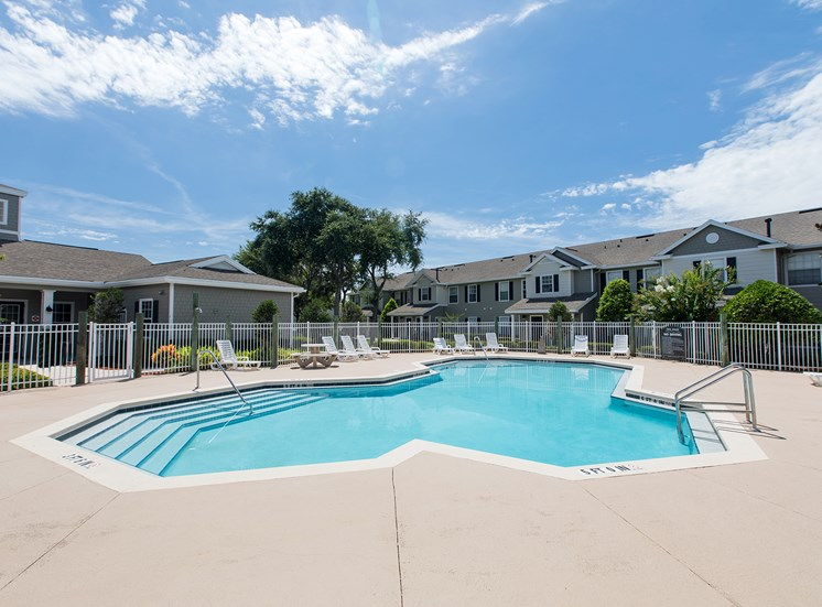 Swimming pool at Lake Harris Cove, for more communities, visit Concord Rents at ConcordRents.com