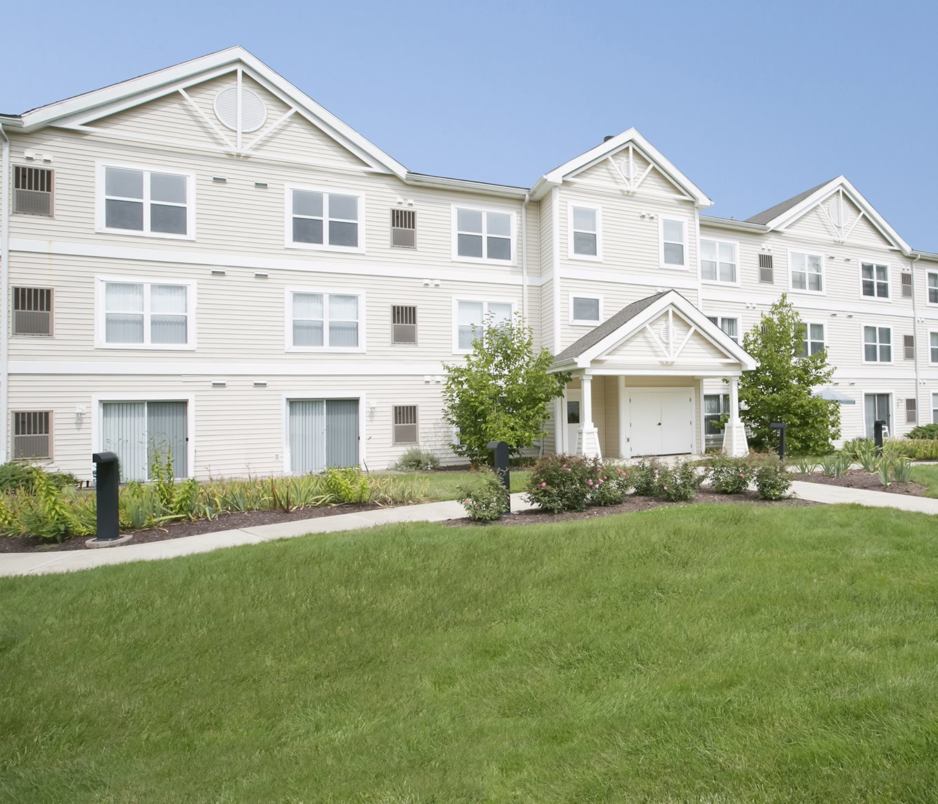 Lexington Club at Galleria Apartments for rent in Poughkeepsie, NY. Make this community your new home or visit other ConcordRENTS communities at ConcordRENTS.com. Building exterior