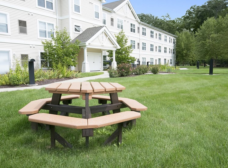 Lexington Club at Galleria Apartments for rent in Poughkeepsie, NY. Make this community your new home or visit other ConcordRENTS communities at ConcordRENTS.com. Picnic table