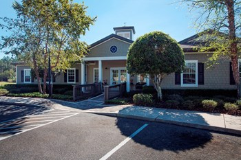 95150 Woodbridge Pkwy 1-4 Beds Apartment for Rent Photo Gallery 1