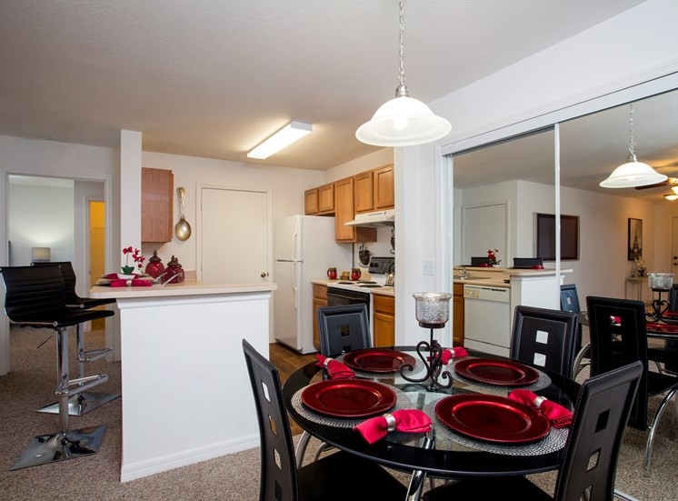 Nassau Club Apartments for rent in San Fernandina Beach, FL. Make this community your new home or visit other Concord Rents communities at ConcordRents.com. Dining room