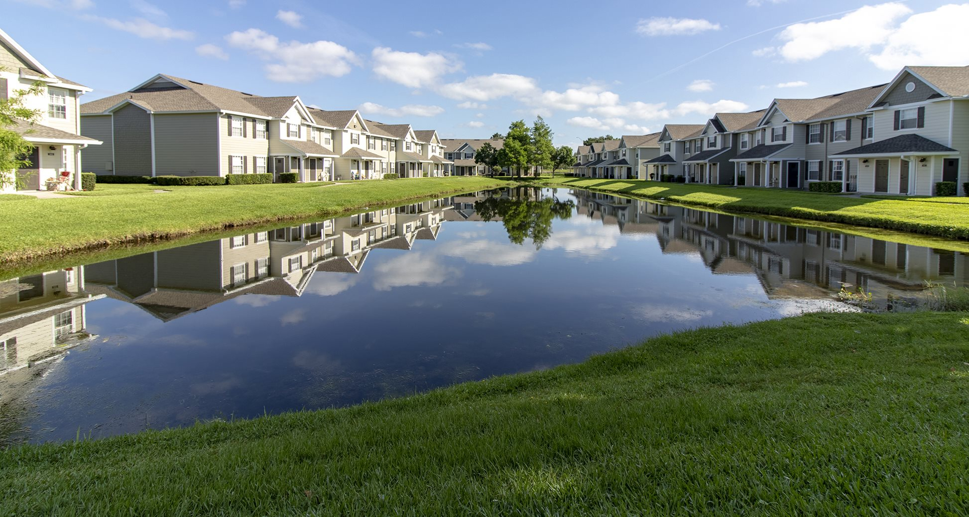 Waterford East Apartments for rent in Orlando, FL. Make this community your new home or visit other Concord Rents communities at ConcordRENTS.com. Lake and building exterior
