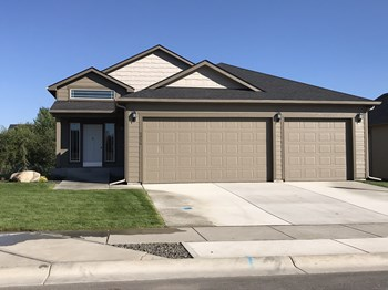 8416 North Summerhill Lane 4 Beds House for Rent Photo Gallery 1