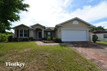 515 47TH STREET W 3 Beds House for Rent Photo Gallery 1