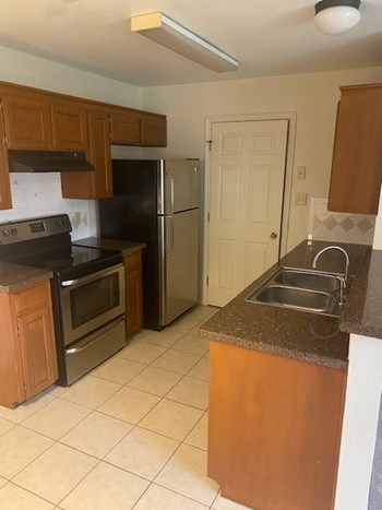 Unit 2 2 Beds Apartment for Rent Photo Gallery 1