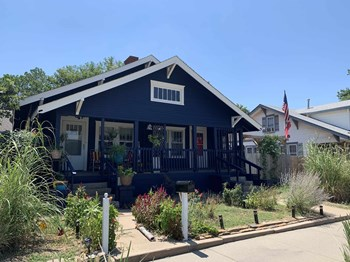 701 & 703 W Maple St. 2 Beds Apartment for Rent Photo Gallery 1