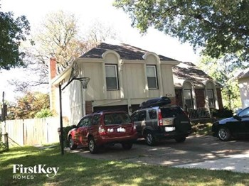 8425 W 98Th Street 4 Beds House for Rent Photo Gallery 1