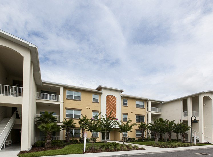 Lake Sherwood Apartments for rent in Orlando, FL. Make this community your new home or visit other ConcordRENTS communities at ConcordRENTS.com. Building exterior