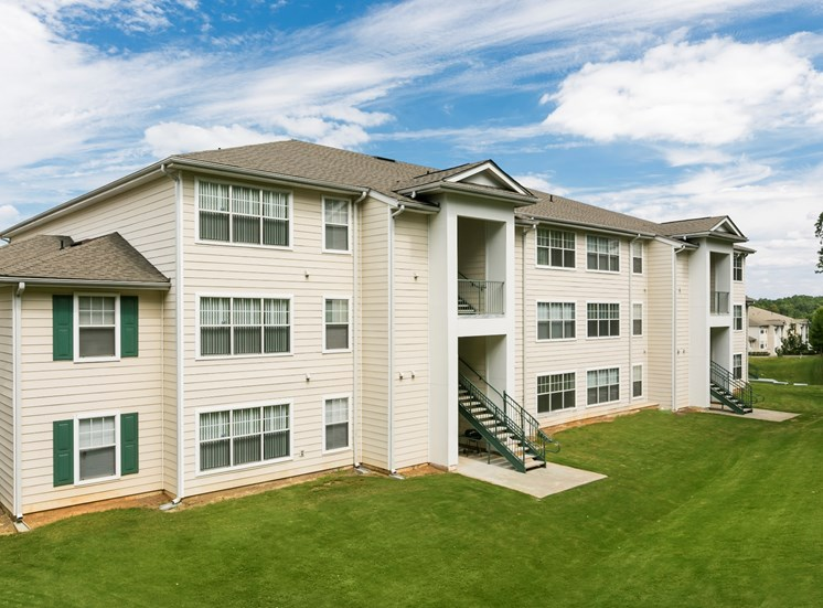Somerset Club Apartments for rent in Cartersville, GA. Make this community your new home or visit other ConcordRENTS communities at ConcordRENTS.com. Building exterior