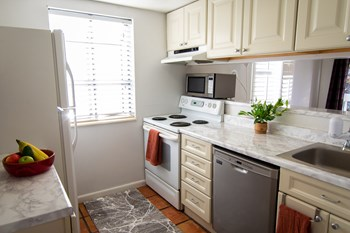 Unit 201 2 Beds House for Rent Photo Gallery 1