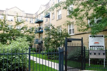 910 W Dakin St Studio-2 Beds Apartment for Rent Photo Gallery 1