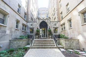 901 W Argyle St 1 Bed Apartment for Rent Photo Gallery 1