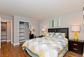 6401N Sheridan Rd Studio-2 Beds Apartment for Rent Photo Gallery 1
