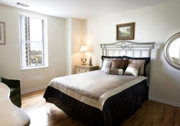 4607 N Sheridan Rd 1-2 Beds Apartment for Rent Photo Gallery 1