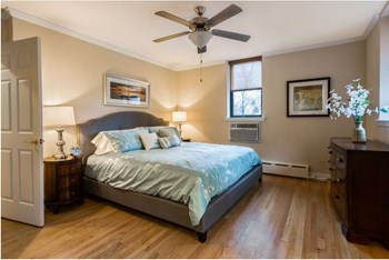 1611 Chicago Avenue Studio-2 Beds Apartment for Rent Photo Gallery 1