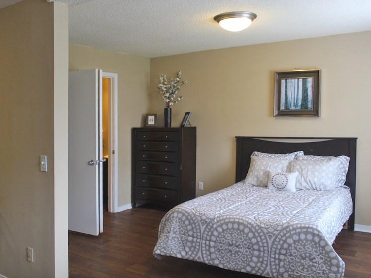 Tara Garden Apartments in Huntsville, Alabama studio bedroom apartment with overhead lighting