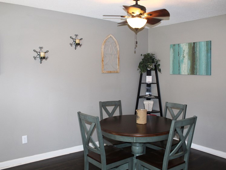 Tara Garden Apartments in Huntsville, Alabama resident seating area in leasing office