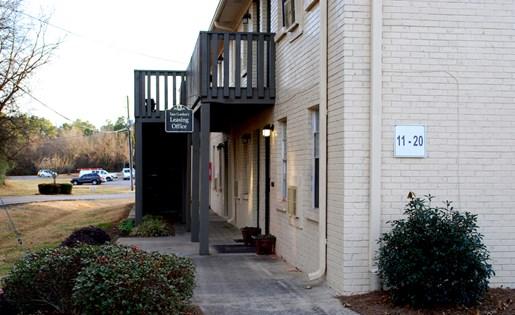Tara Garden Apartments in Huntsville, AL 35806 leasing office with friendly staff