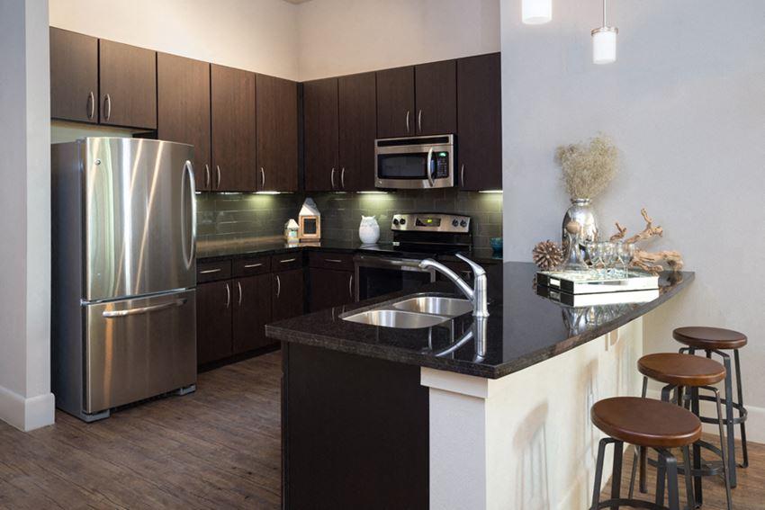Greenbriar apartments houston tx - District at Greenbriar Kitchen