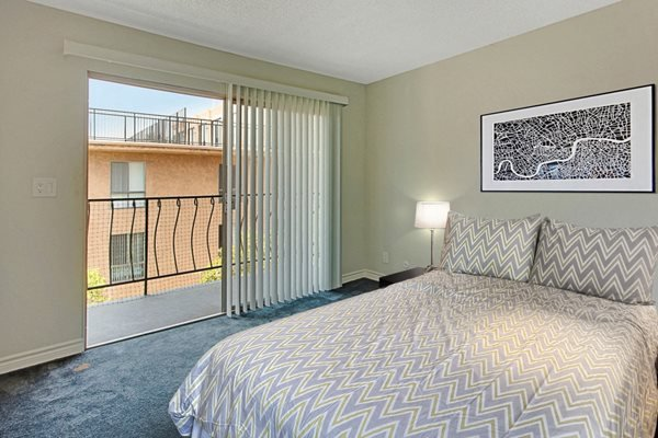 Bedroom ; Balcony