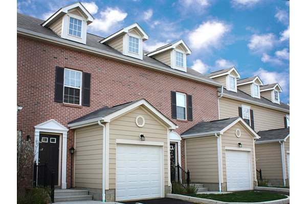 Attached garages and detached garages, Liberty Crossing, Ohio, 43235