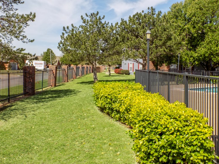 landscaping at Willowpark Apartment Homes in Lawton OK