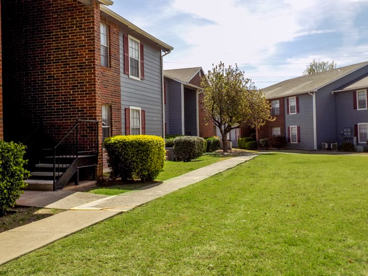 landscape at Willowpark Apartment Homes in Lawton OK