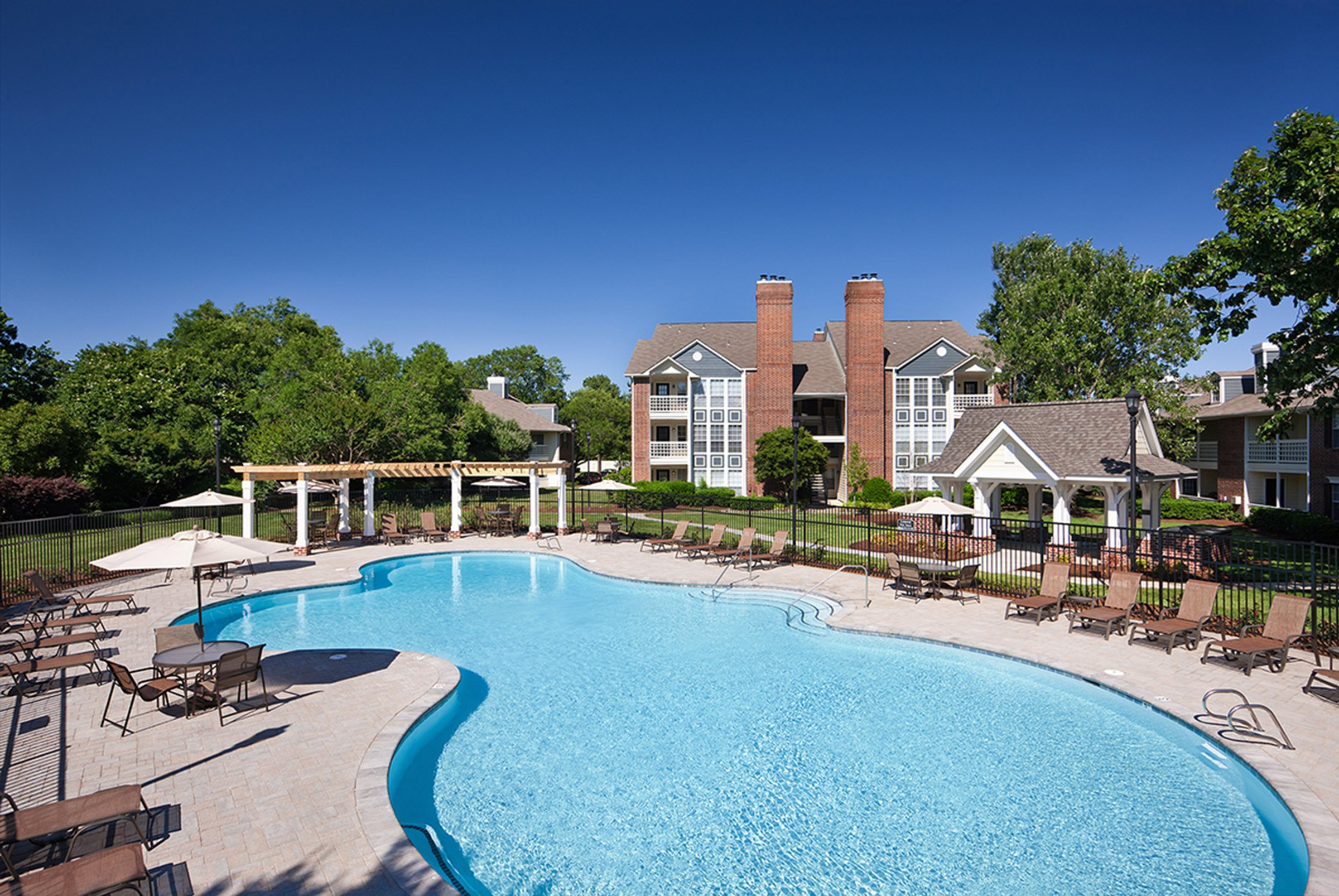 Pool and Sundeck with Wi-Fi