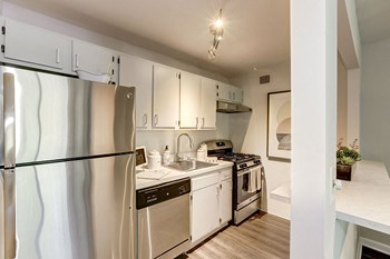 9190 Richmond Highway Studio-2 Beds Apartment for Rent Photo Gallery 1
