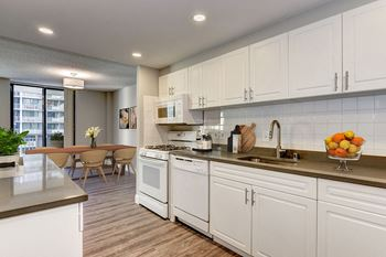 320 23rd Street Studio-3 Beds Apartment for Rent Photo Gallery 1