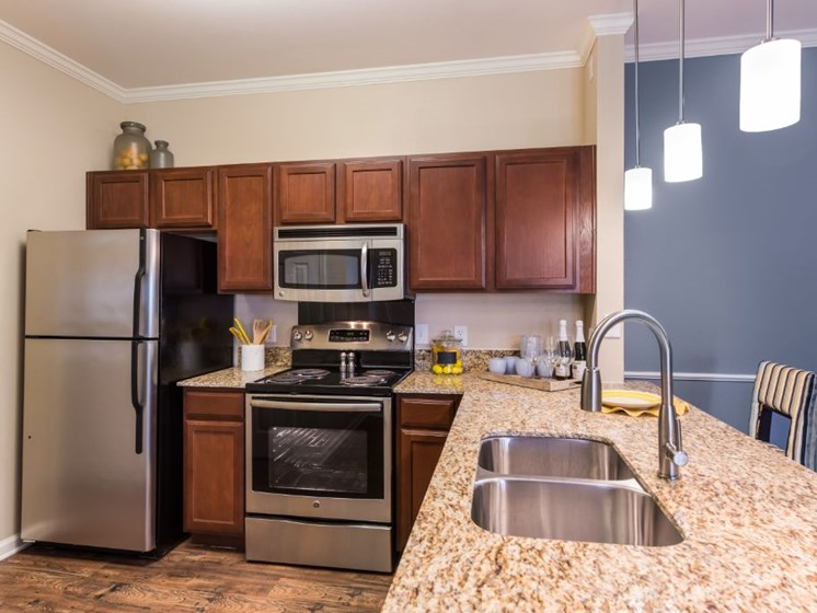 Large Kitchen at Cumberland Place Apartment Homes, Tyler