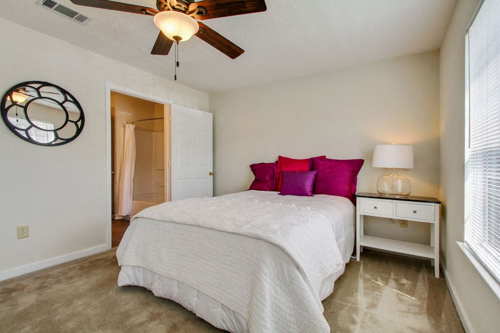 Reserve at Woodchase Apartment Homes | Apartments in ...
