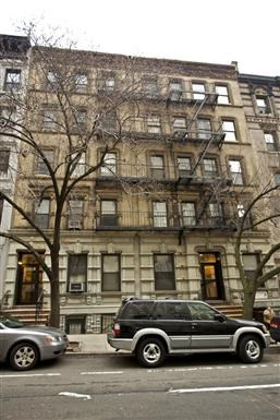 129 East 90th Street Studio Apartment for Rent Photo Gallery 1